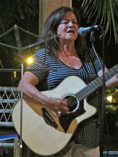 It was great to hear Bonnie pick up a guitar and sing a few tunes.