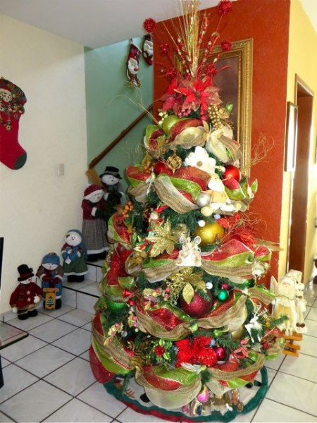 Isela did a great job decorating their tree.  The Mexicans are so creative.