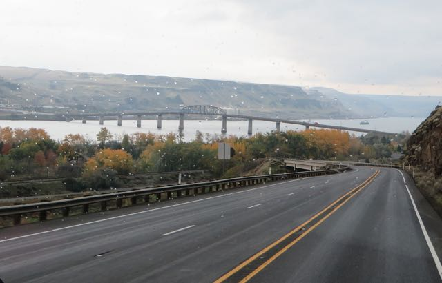 The bridge we used to crossed over the Columbia into Oregon.